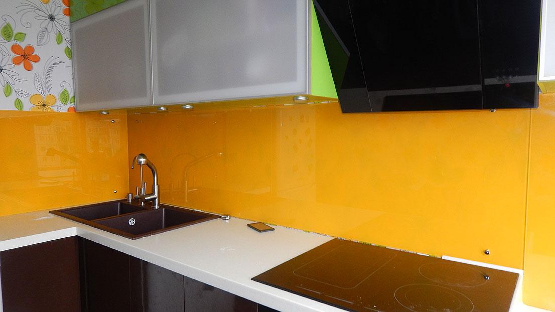 Как устанавливать стеклянный фартук на кухню